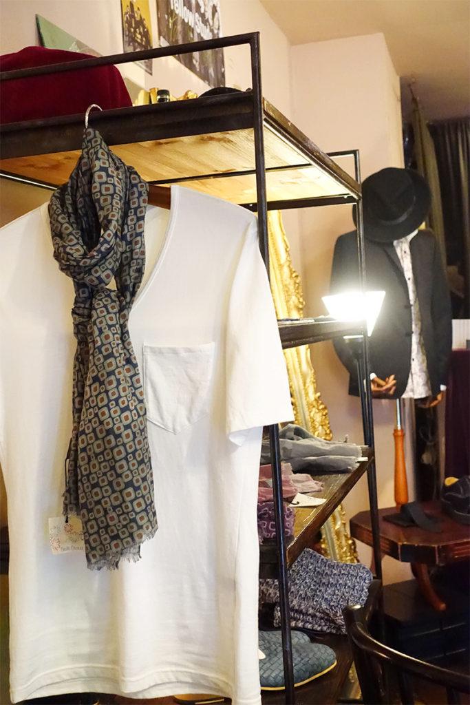 白Tシャツ画像