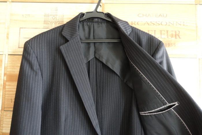 安いスーツ内側