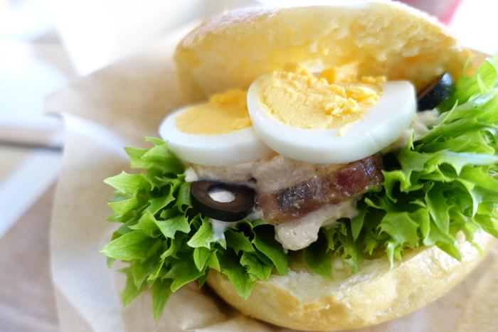ニューバランスカフェのハンバーガー
