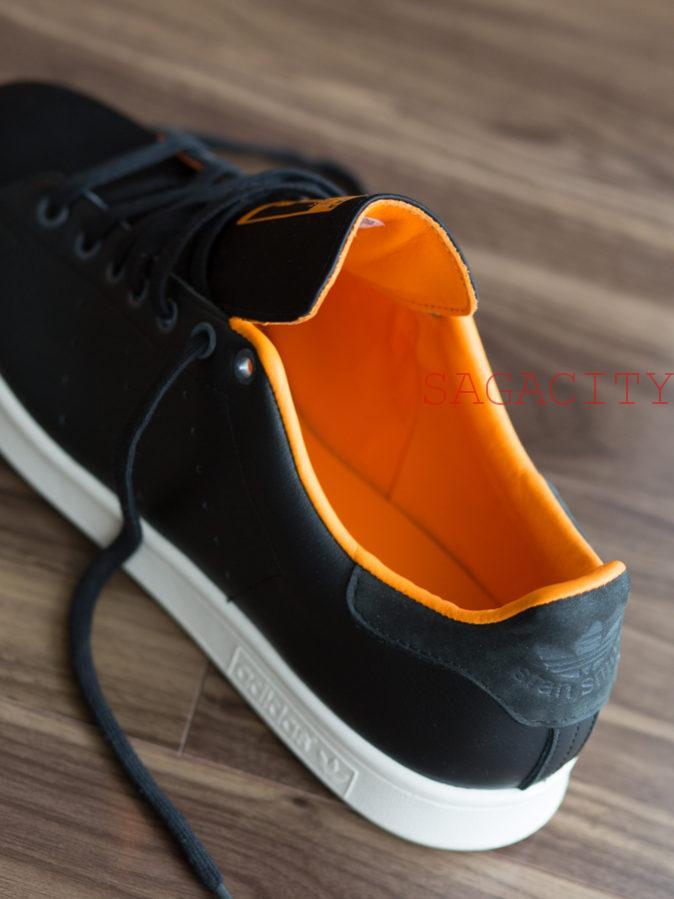 スタンスミス、ブラック×オレンジ