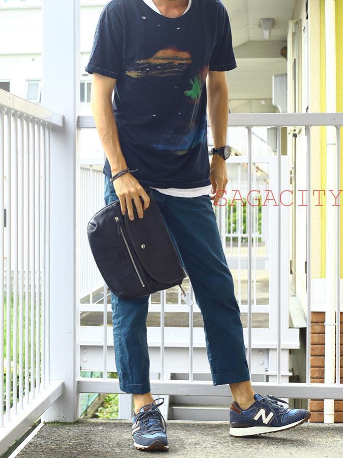 黒Tシャツ×ニューバランススニーカー