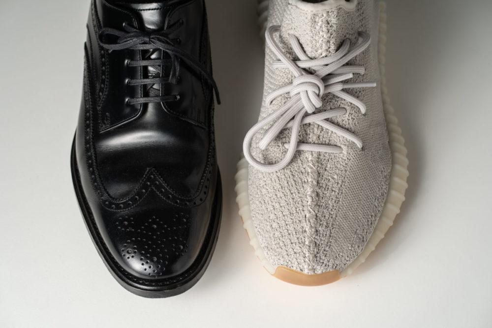 革靴とスニーカー