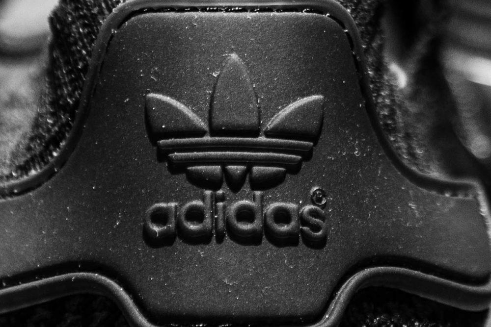 adidasアディダスロゴ