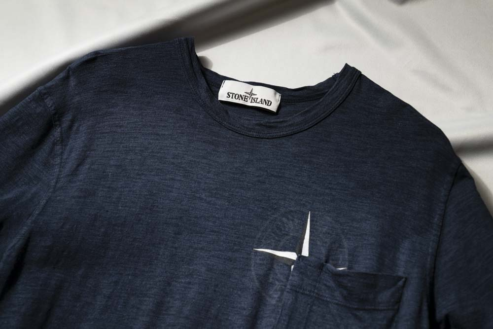 糊付け Tシャツ 首元